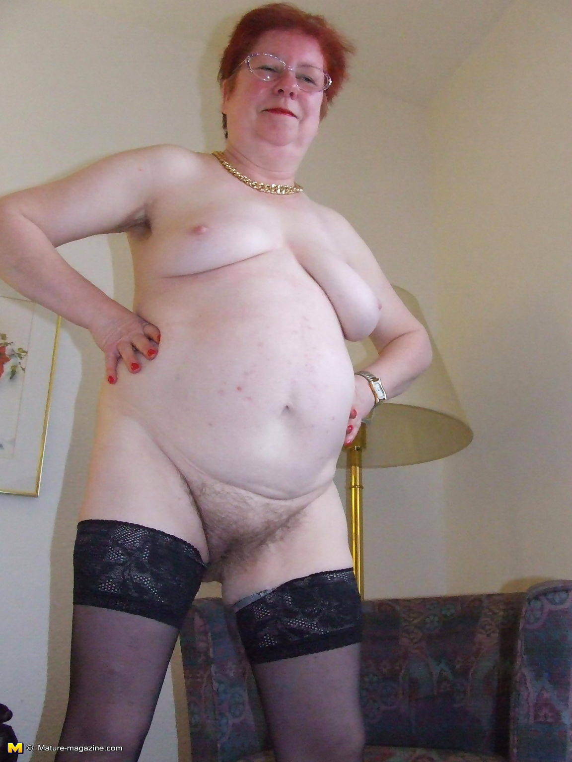 Hairy amateur mom playing with herself - part 413