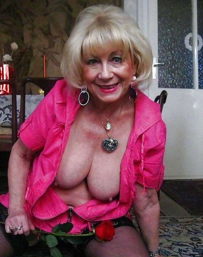 Hot grannies - part 2105