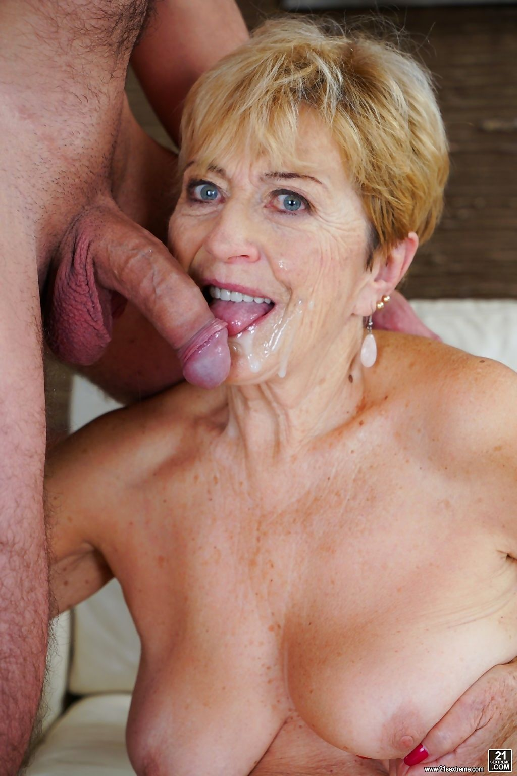Young rob is happy to spend a little time with horny and lusciou - part 2103