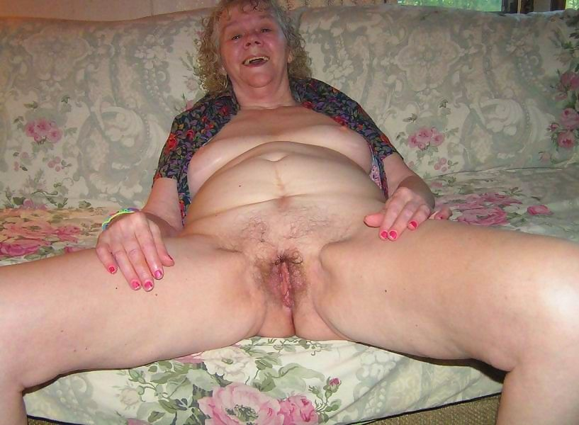 Kinky amateur granny poser at home - part 3559