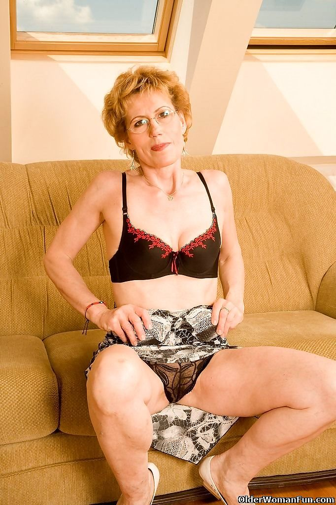 Granny ina is doing a striptease - part 4447