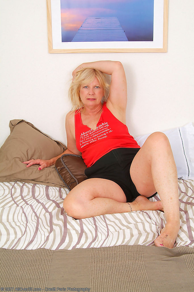 Hot grandma proves she still fuckable - part 1471