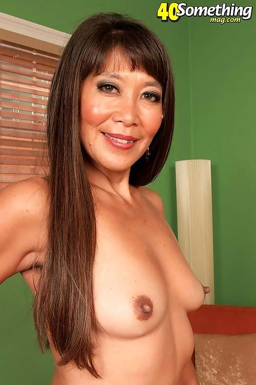 Asian mature lady showing perfect body - part 2631