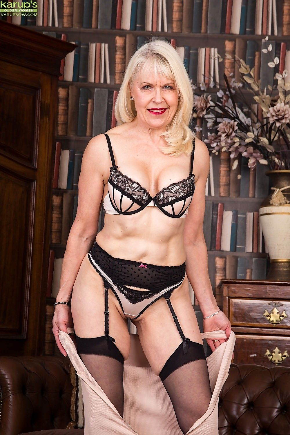 Mature blonde margaret holt posing naked in black stockings - part 1895