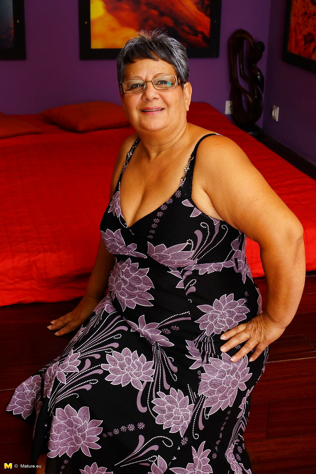 Nauchty chubby mature lady playing with herself - part 3374