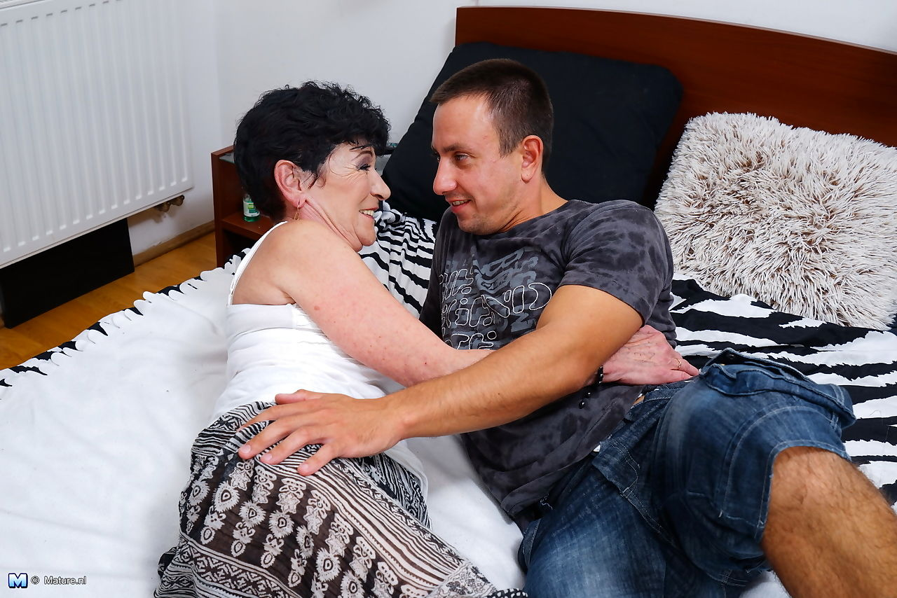 Horny granny snuggles with her boy toy before hot nipple sucking seduction