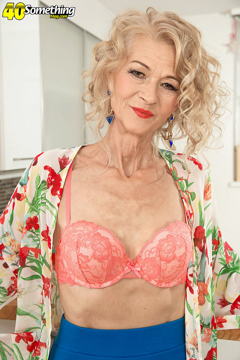 Sexy old mommy showing her perfect body for her age - part 1166