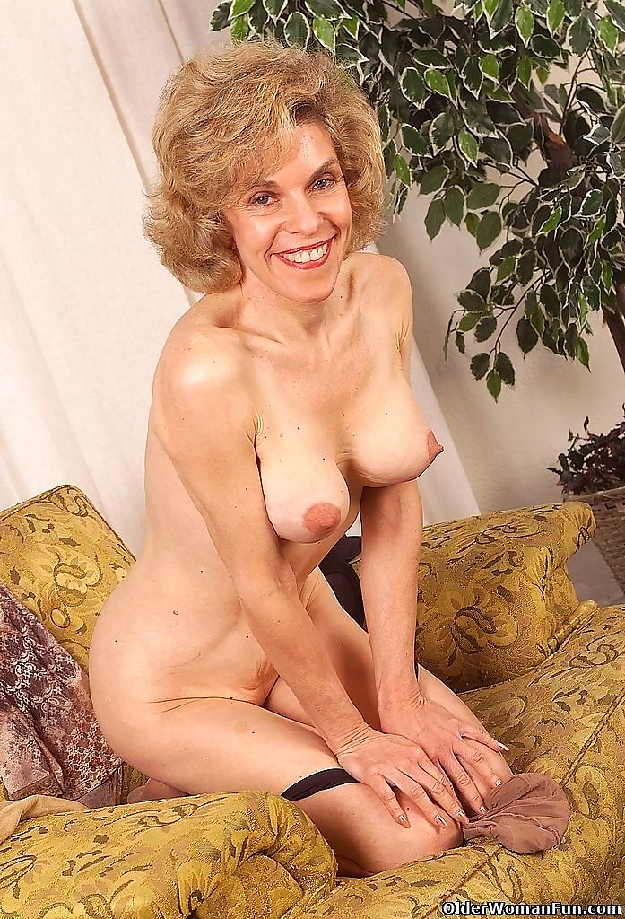 Grandma abby spreads her beefy pussy lips - part 4769