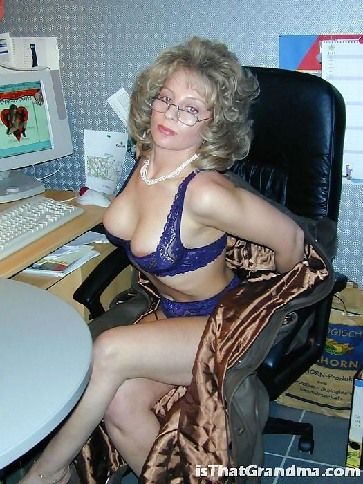Grandma with glasses shows bra - part 3730