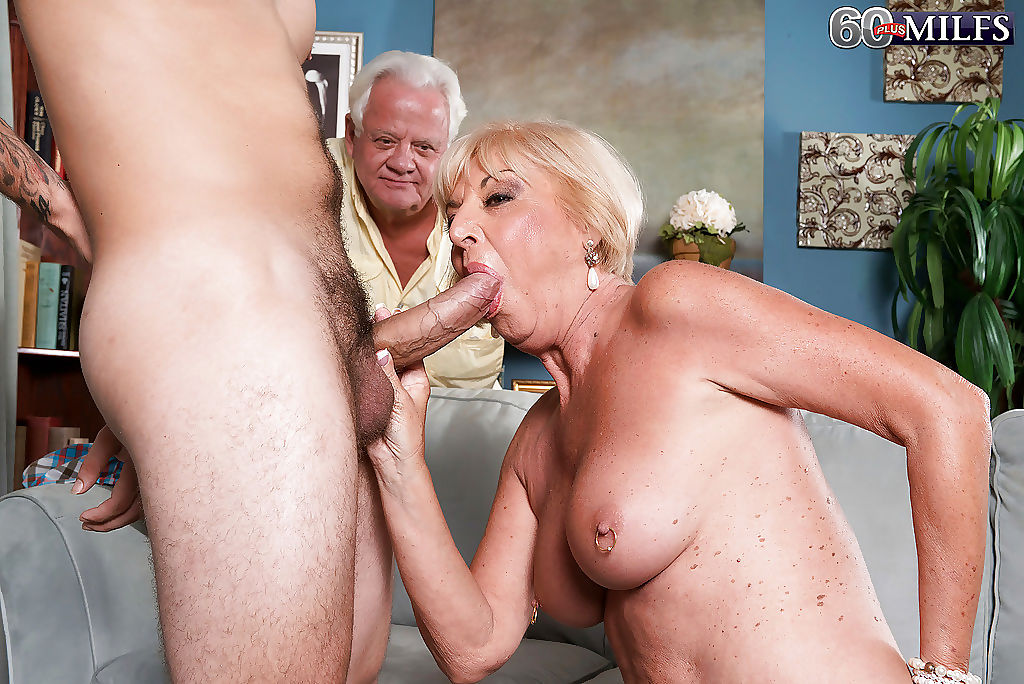 Mature sucking in cuckold sex as sex revenge after mny years - part 2394