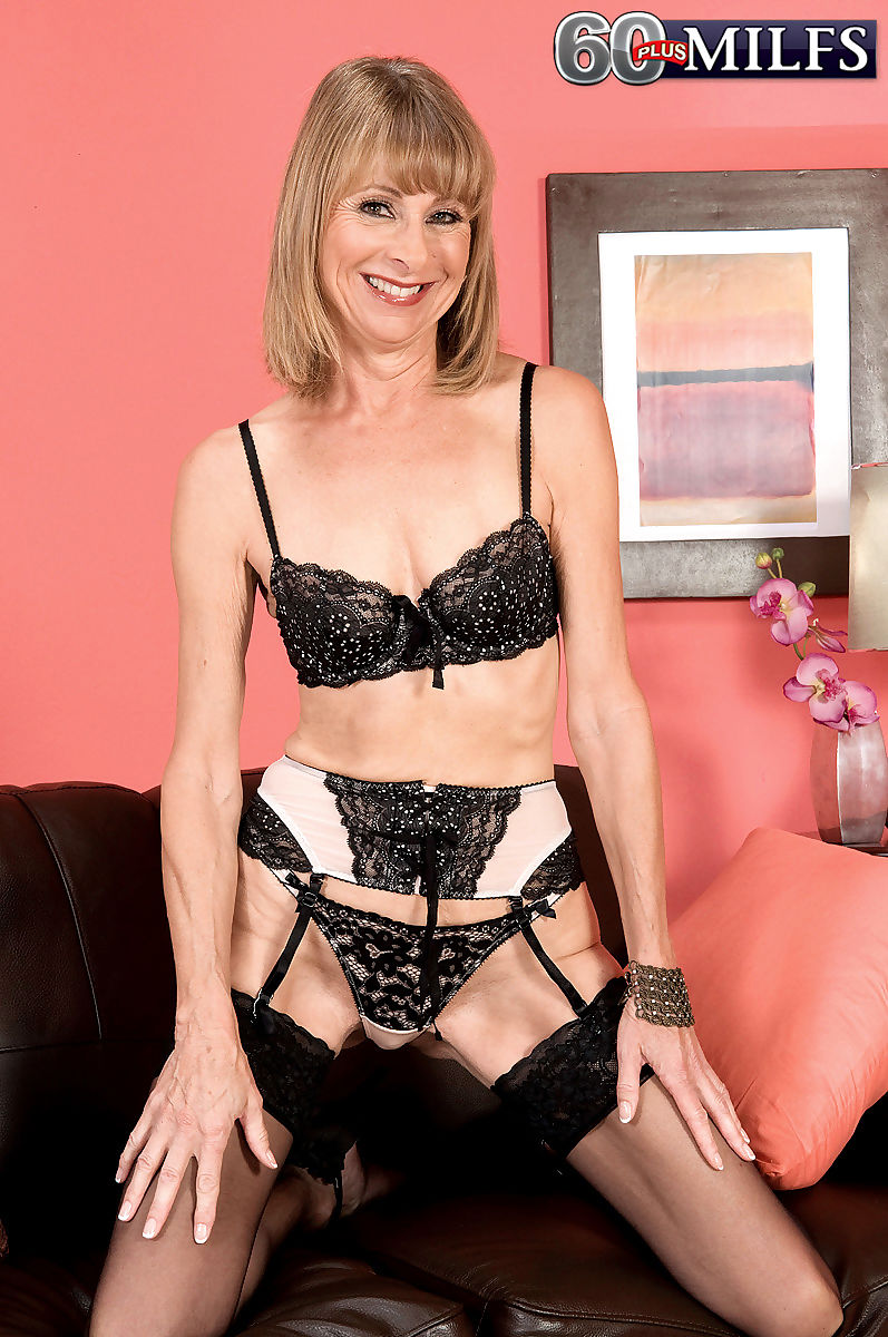 Hot oma sets her small tits free of bra in panties and stockings