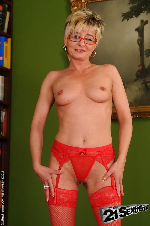 Granny slut getting nailed her hairy cunt - part 2934