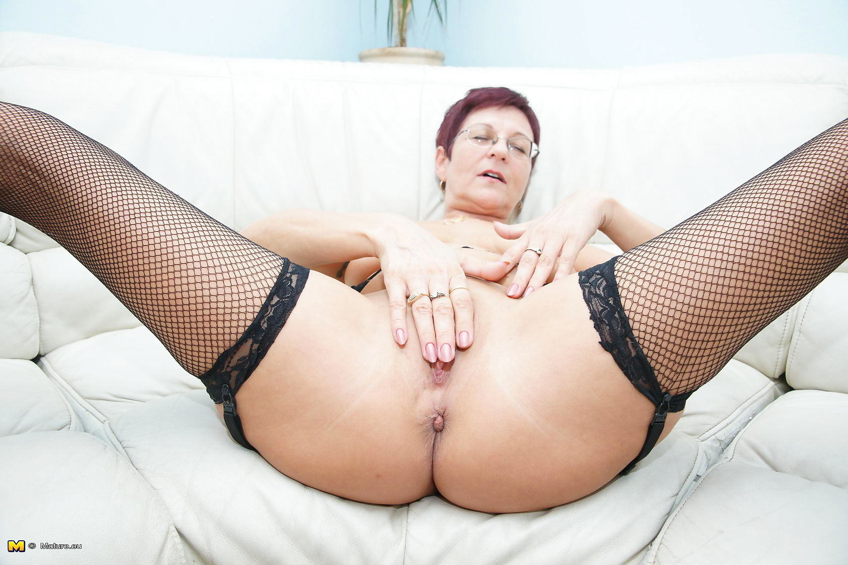 Naughty mature slut playing on the couch - part 3491