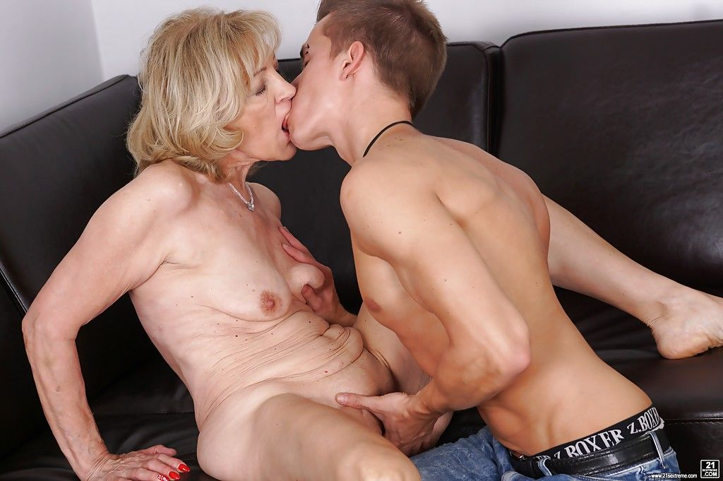 Mature Misti And Young Guy On Home Daftsex 1