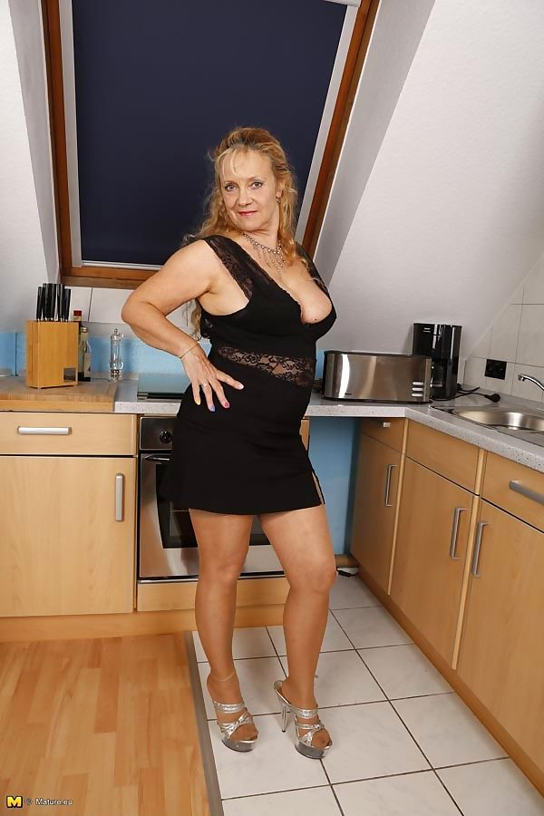 Naughty german housewife playing with herself - part 3439