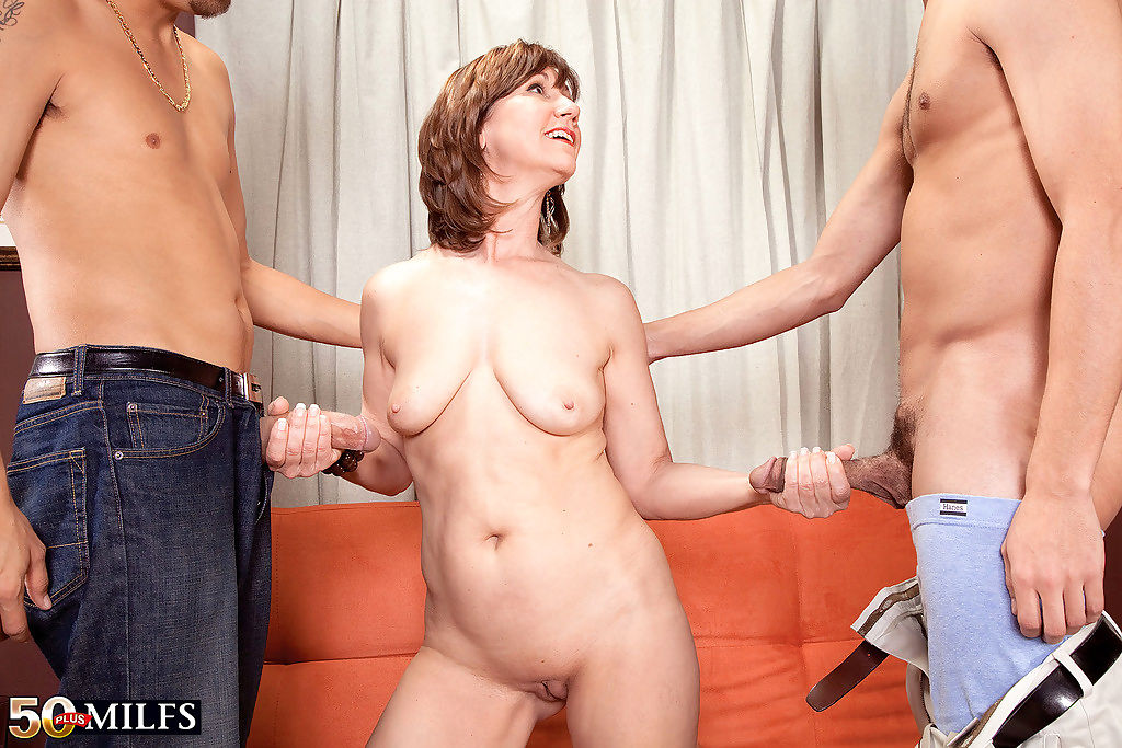 Over 50 lady elle denay blowing two cocks at once - part 1320