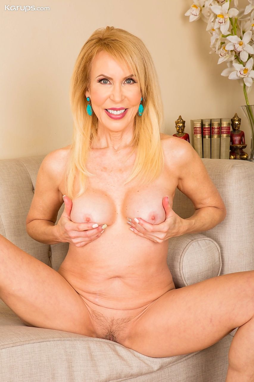 Scary mature granny Erica Lauren undressing to spread legs offing bald pussy