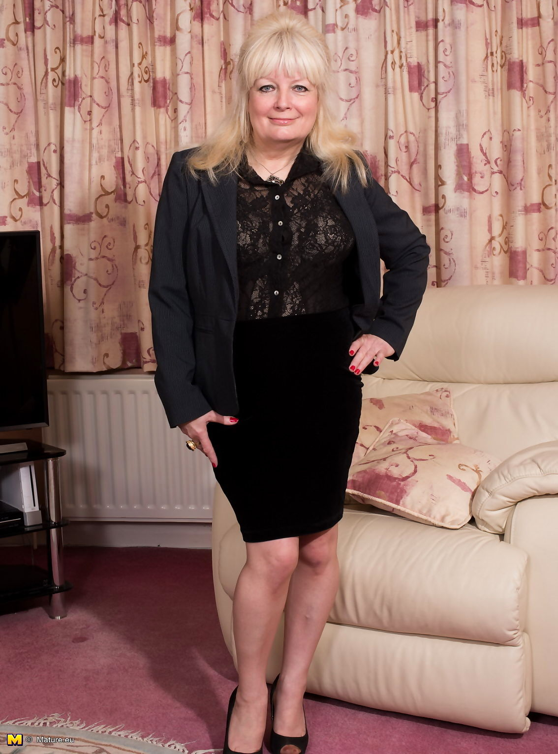 British mature lady getiing wet and wild - part 602