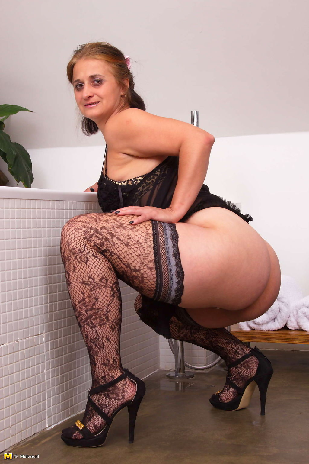 Horny housewife gitting ready to play - part 3241