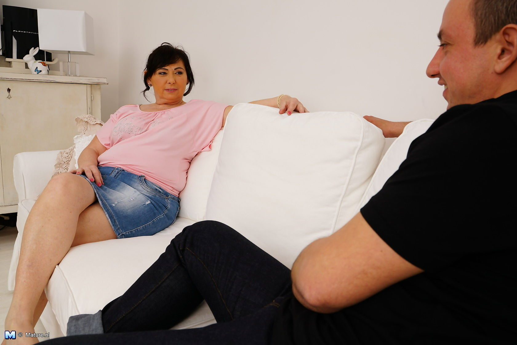 Curvy housewife playing with her toy boy - part 2028