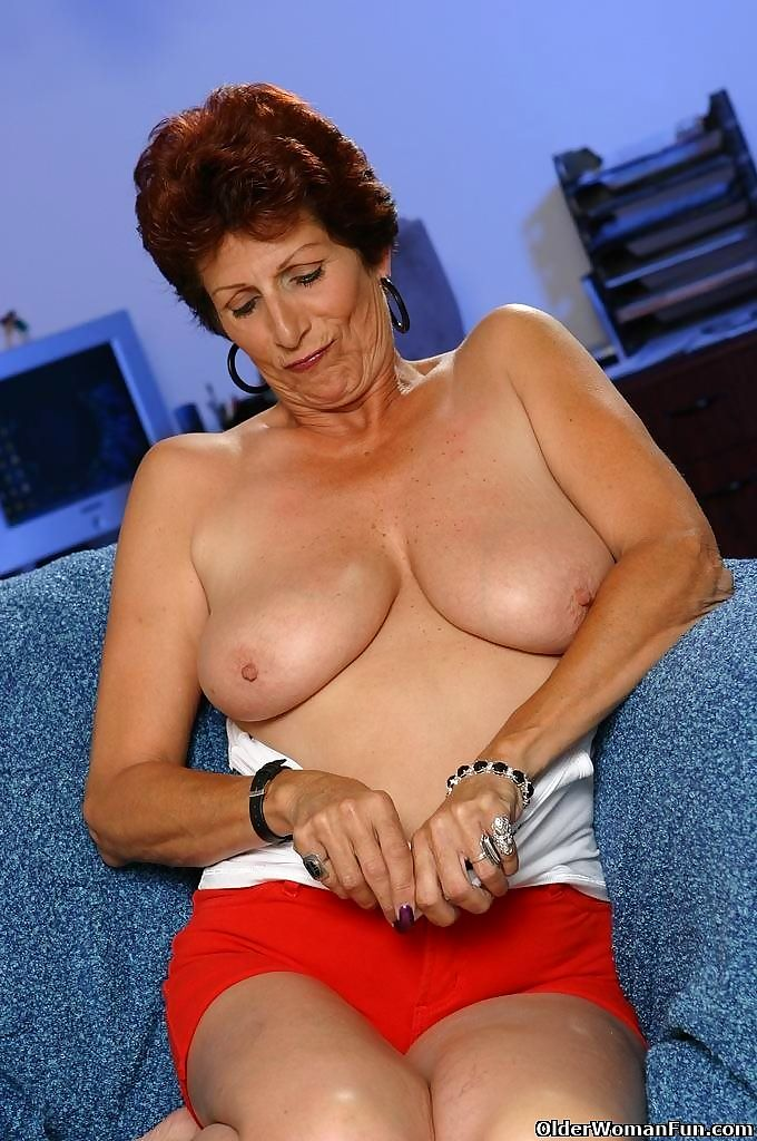 Grandma sally showing her full mature tits - part 4441