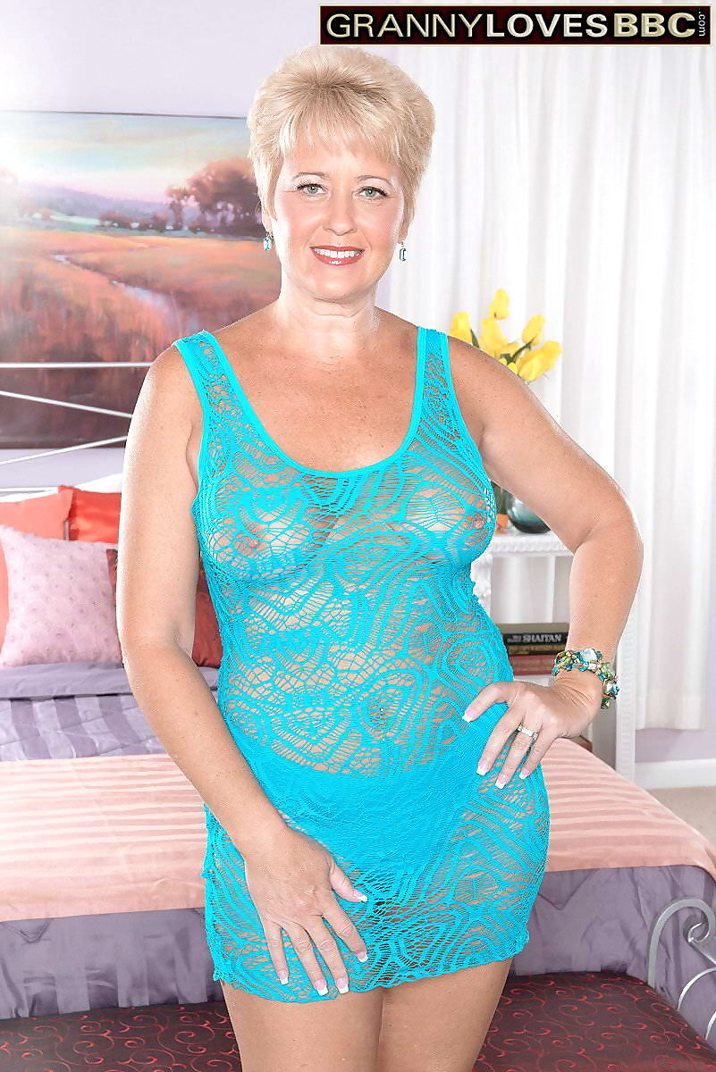Mature woman hottie tracy licks the bbc - part 50