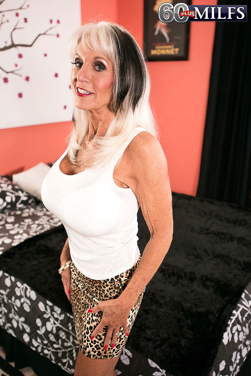 Huge bobbed mom sally dangelo doing her toy boy - part 680