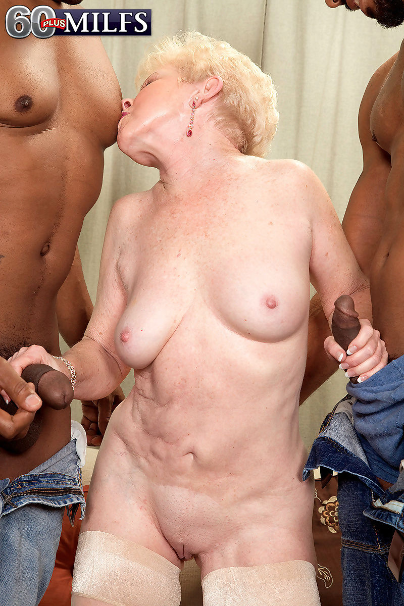 Horny granny milf jewel doing two hard cocks - part 933