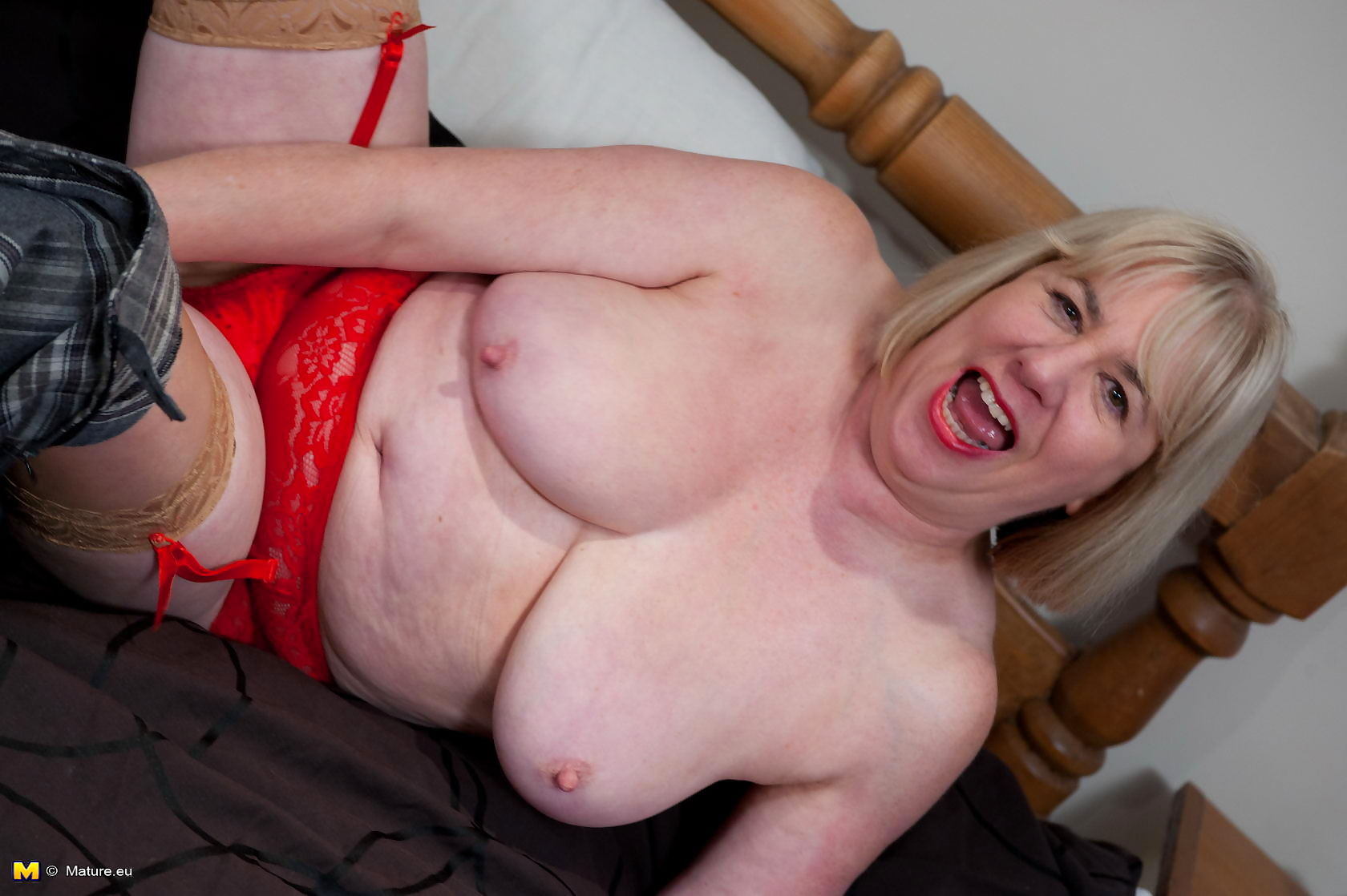 Blonde mature slut playing with herself - part 2885