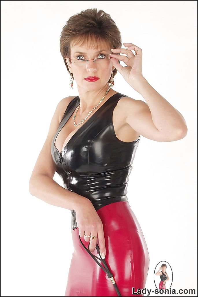 Rubber top and skirt dominatrix lady sonia - part 2406