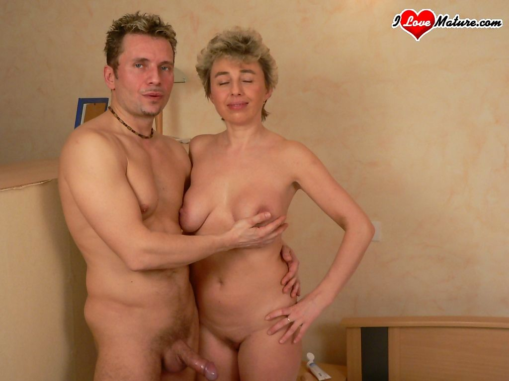 Granny gets her face whitened with cum - part 4026