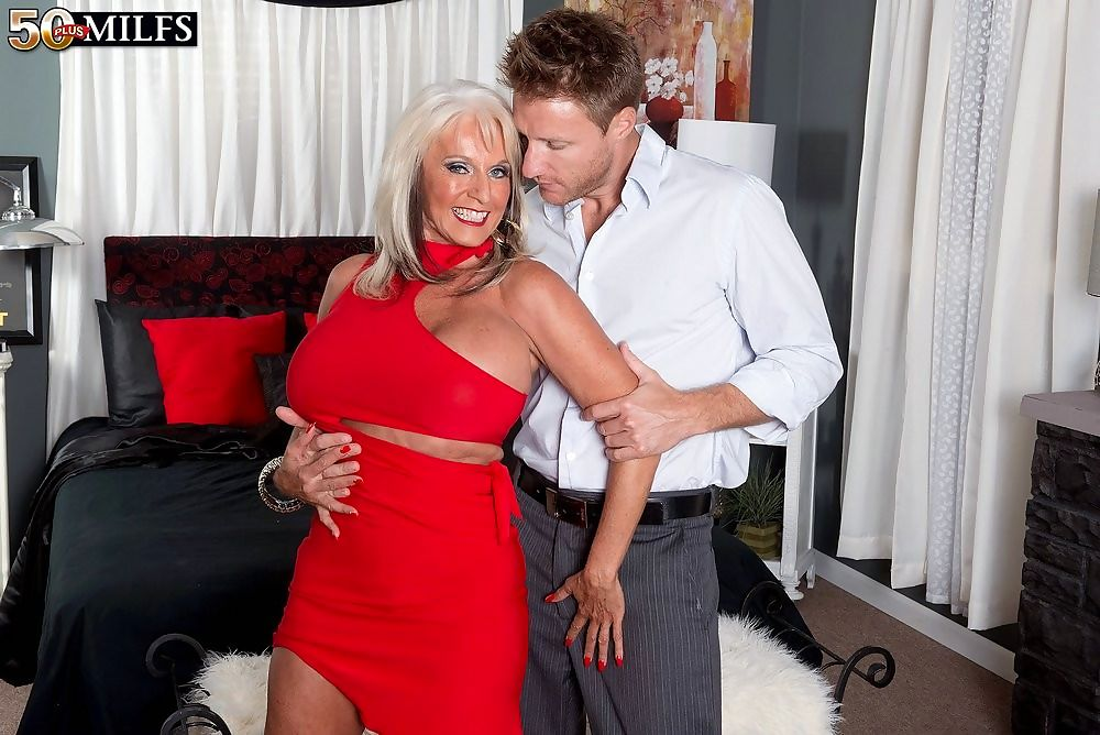 Big tits mature sally dangelo fucked hard - part 4637