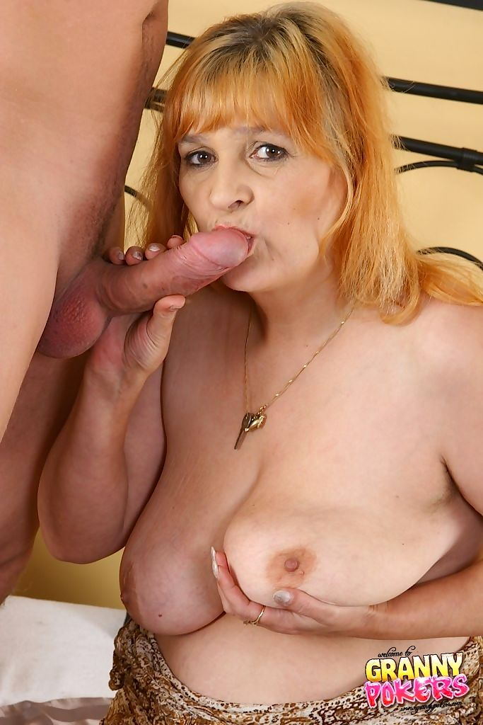 A creaming facial for a busty old whore - part 3079