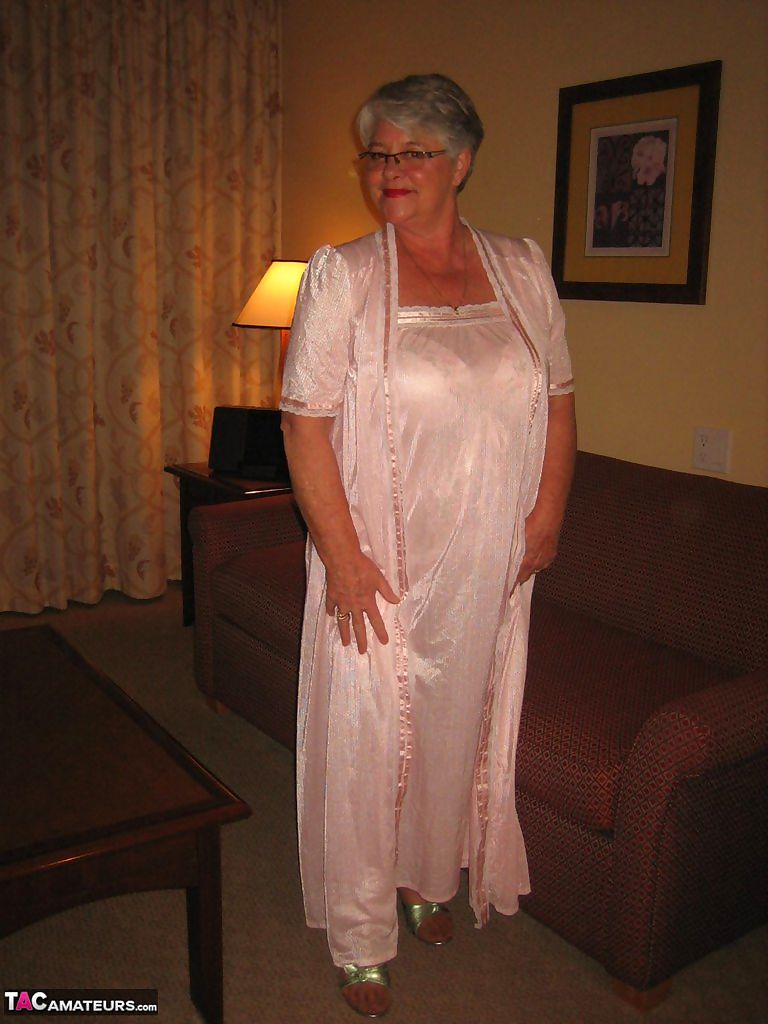Amateur granny on the heavy side shows her pussy in lingerie and tan nylons