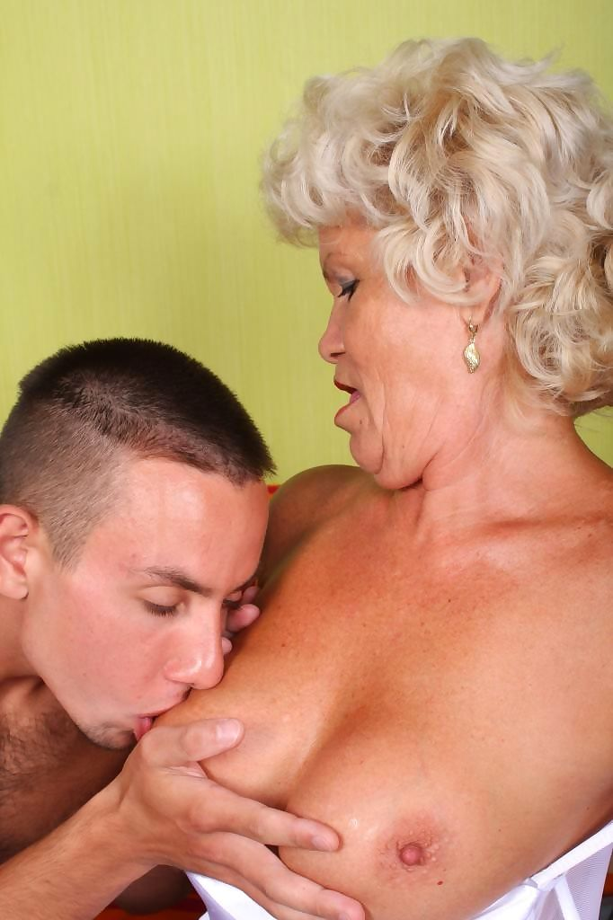 Dirty old granny whore francesca in action - part 979