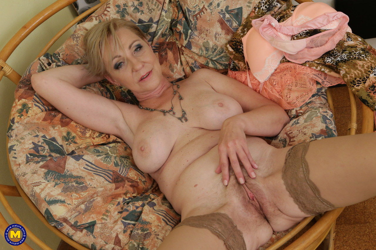 Horny granny spreads her legs to masturbated her hot old pussy & finger