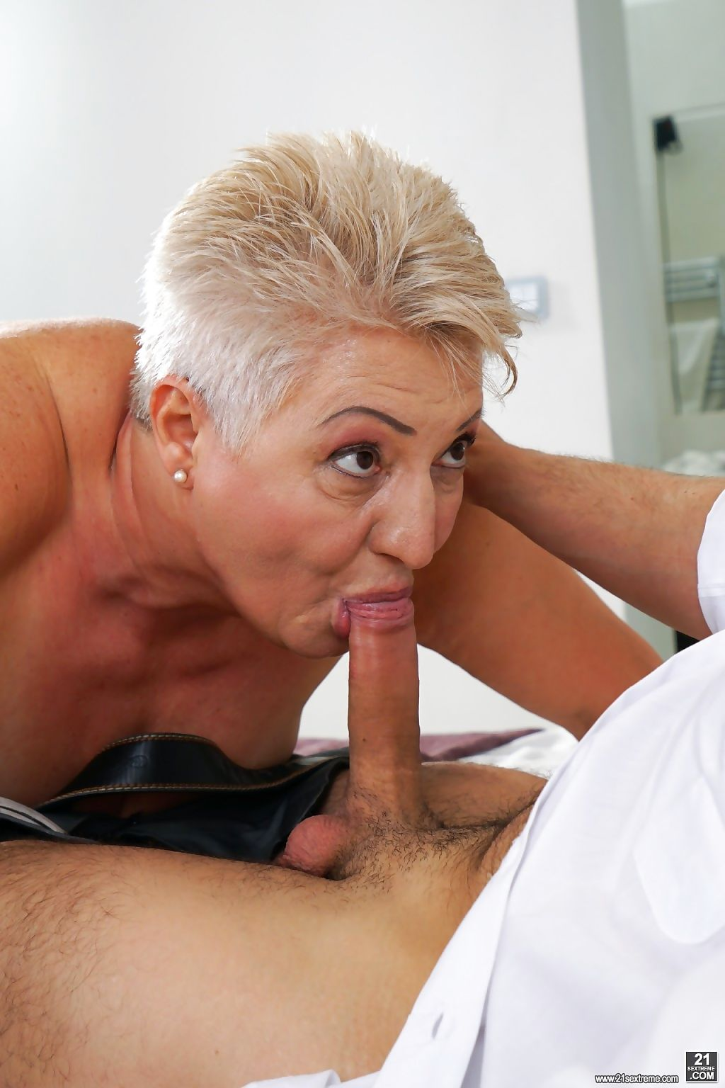 Hot and juicy granny astrid wants fresh cock deep inside her vintage pussy! - part 705