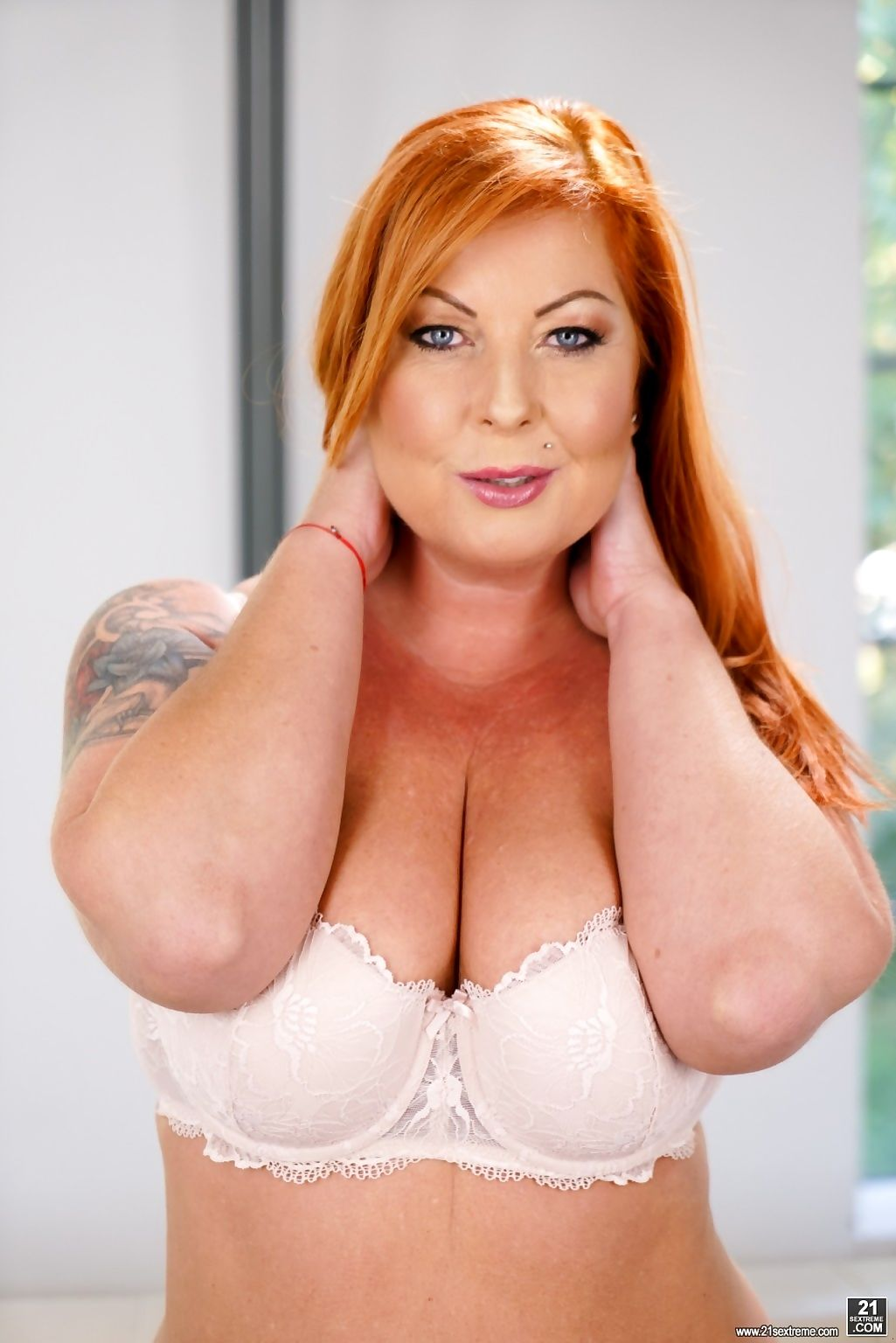 Experienced redhead granny tammy jean likes living large - part 1222