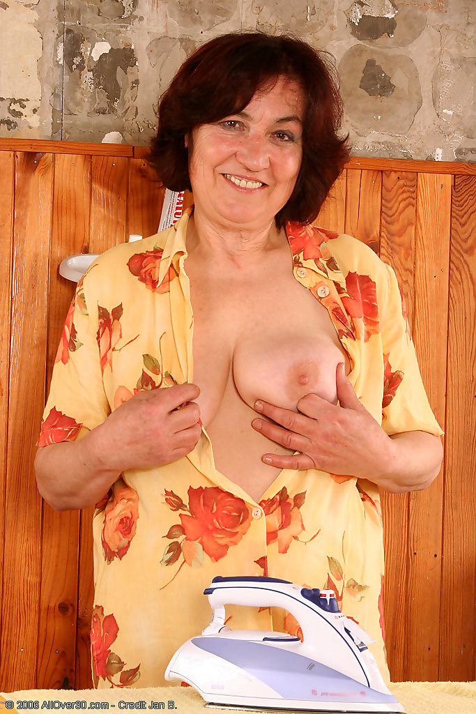 63 year old hannah showing off her hairy aged pussy - part 1375