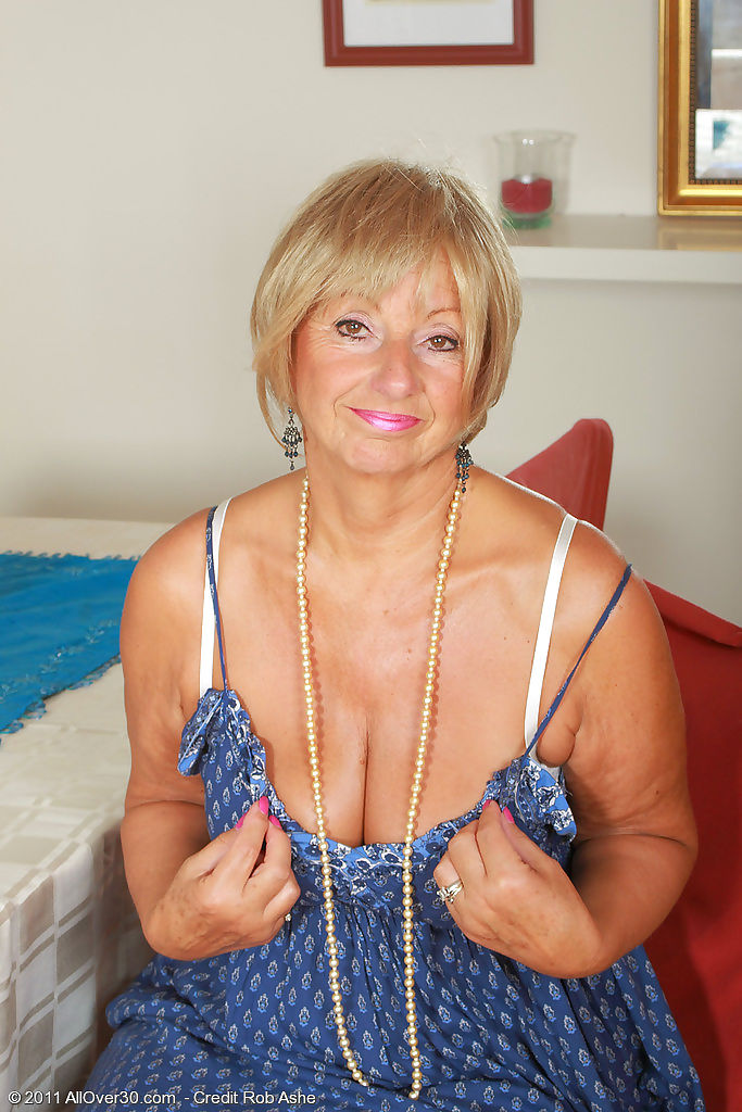 At 62 years old samatha t keeps her older pussy cleanly shaven - part 2032