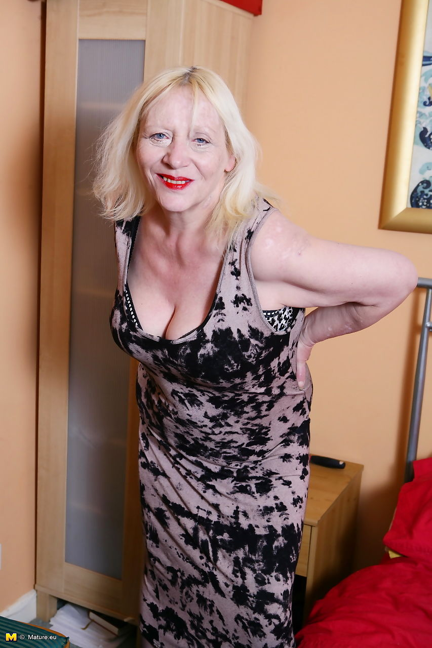 Chubby British nan whips out her large boobs prior to masturbating