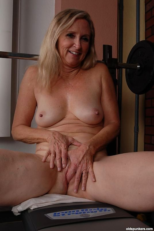 Anal granny in the shower - part 2509