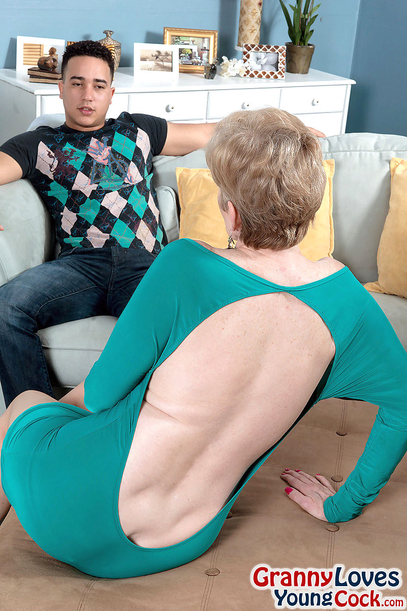 Blonde granny sindee dix fucking a 24 year old guy - part 2077