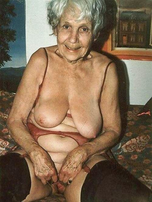 Very old grannies shows their wrinkled bodies - part 3989