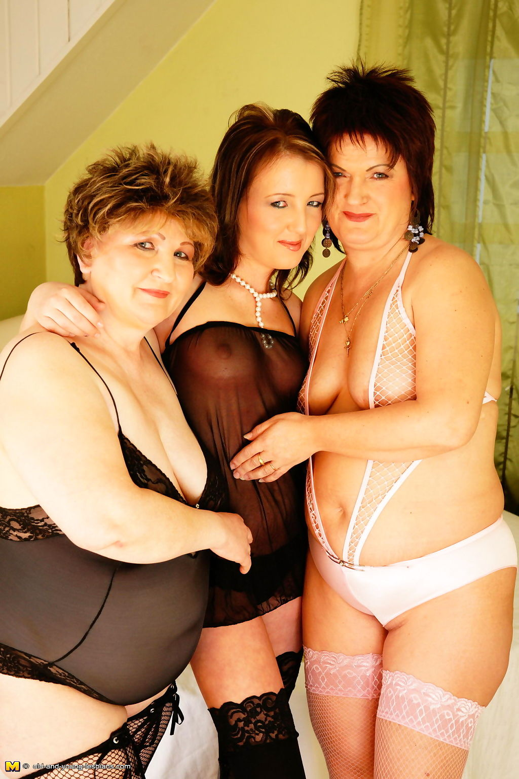 Two older lesbians get down on a hot young babe - part 3551
