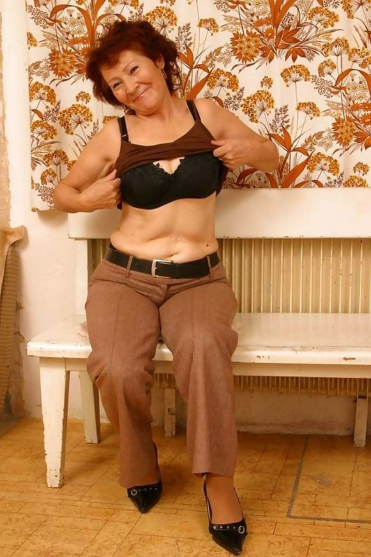 Horny amateur granny from uzbekistan posing nude - part 2603
