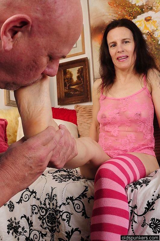Amateur mature foot job - part 19