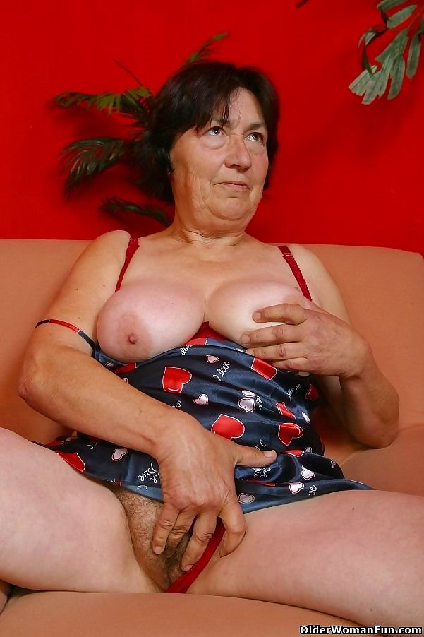 Over 70 granny olive dildoing hairy pussy - part 4811