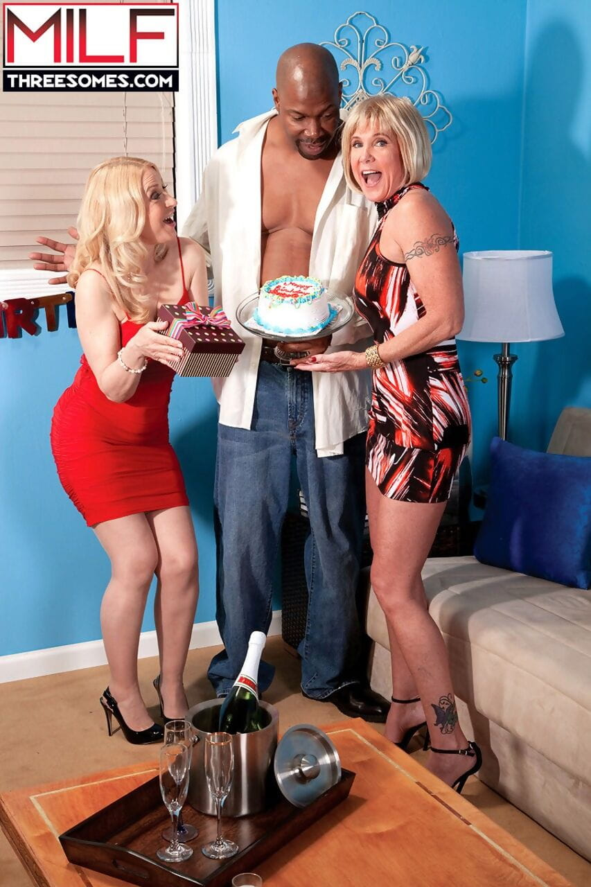 Mature woman Honey Ray and her best friend have a 3some with a black man
