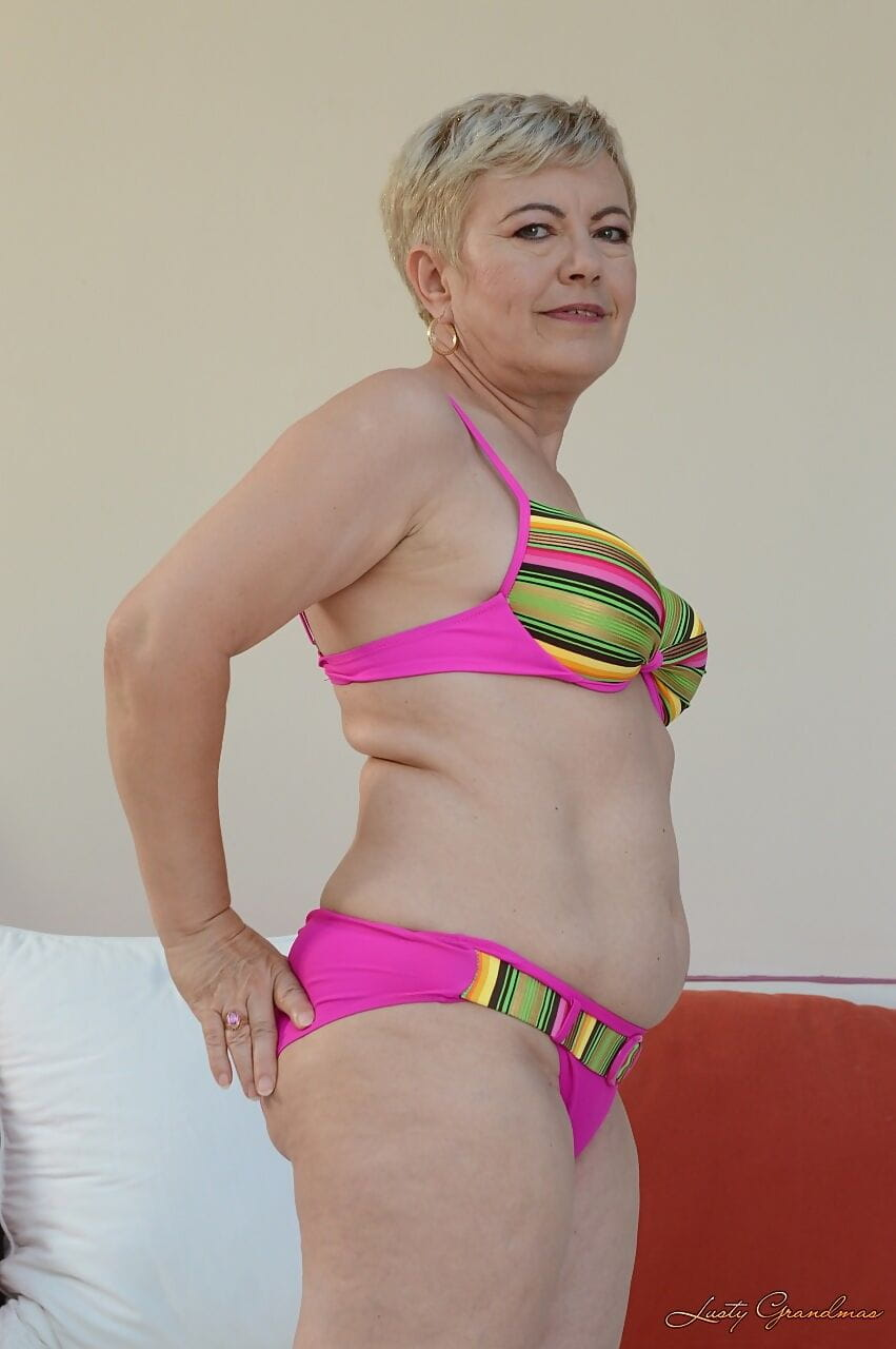 Blonde granny in colorful lingerie Ursula Grande fingering her twat